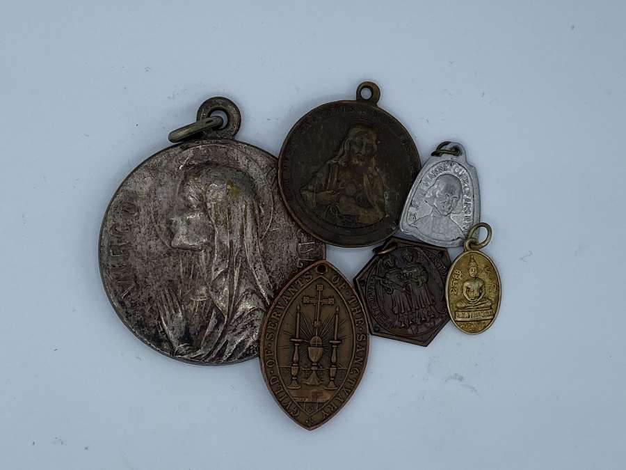 Joblot Of Antique Religous Badges And Medals virgo immaculata
