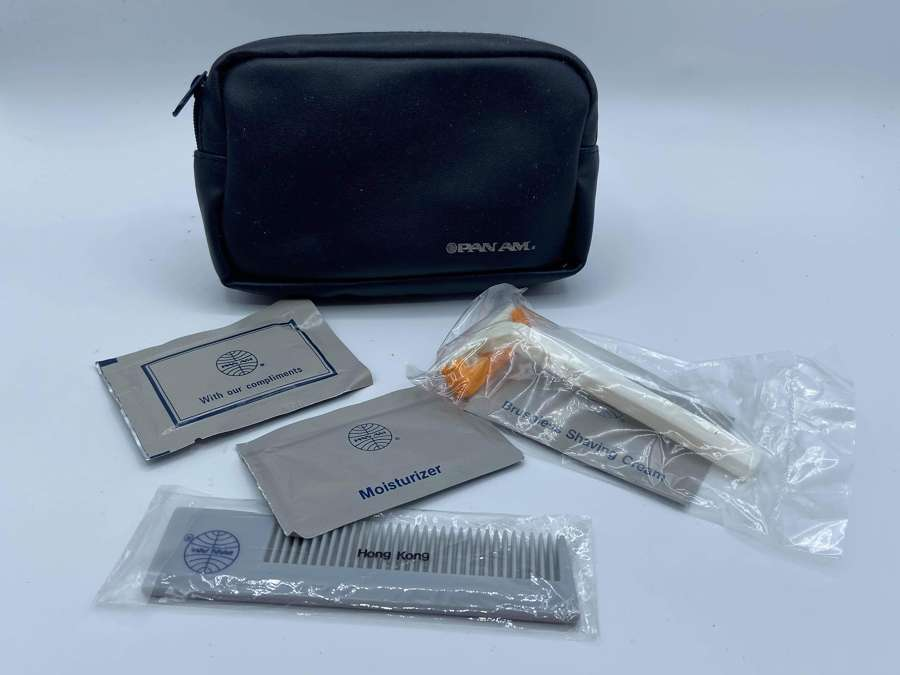 Vintage 1970s Pan Am Mans Smart Vanity Shaving Kit