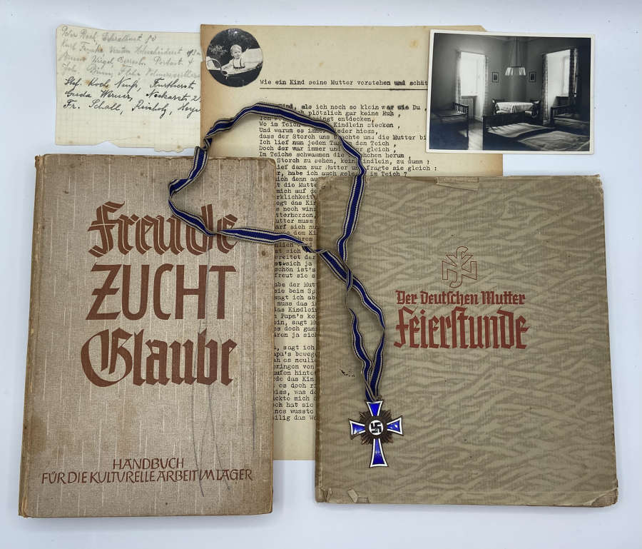 WW2 German Mutter Group: NSV 1935 Presentation Book, Paperwork & Medal
