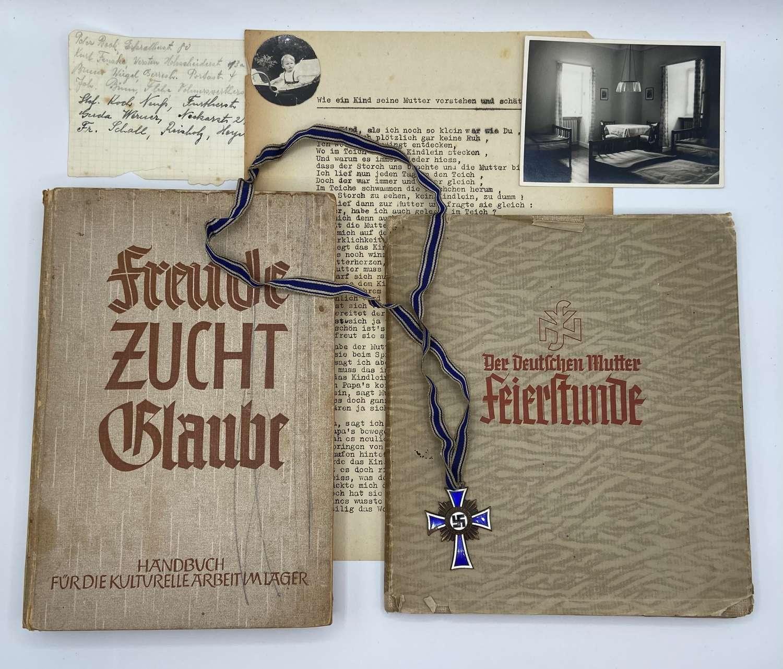 WW2 German Mutter Group: NSV 1935 Presentation Book, Paperwork & Medal