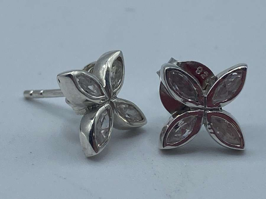 Pair Of Vintage 925 Silver And Clear Quartz Stud Flower Earnings