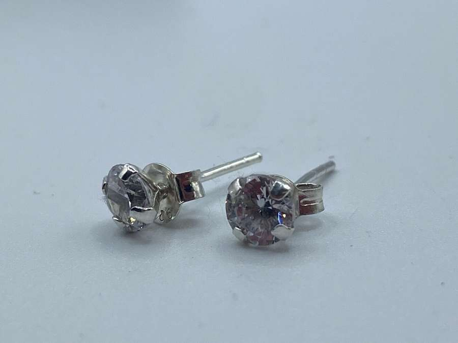 Pair Of Vintage 925 Silver And Clear Quartz Stud Earrings 0.75g