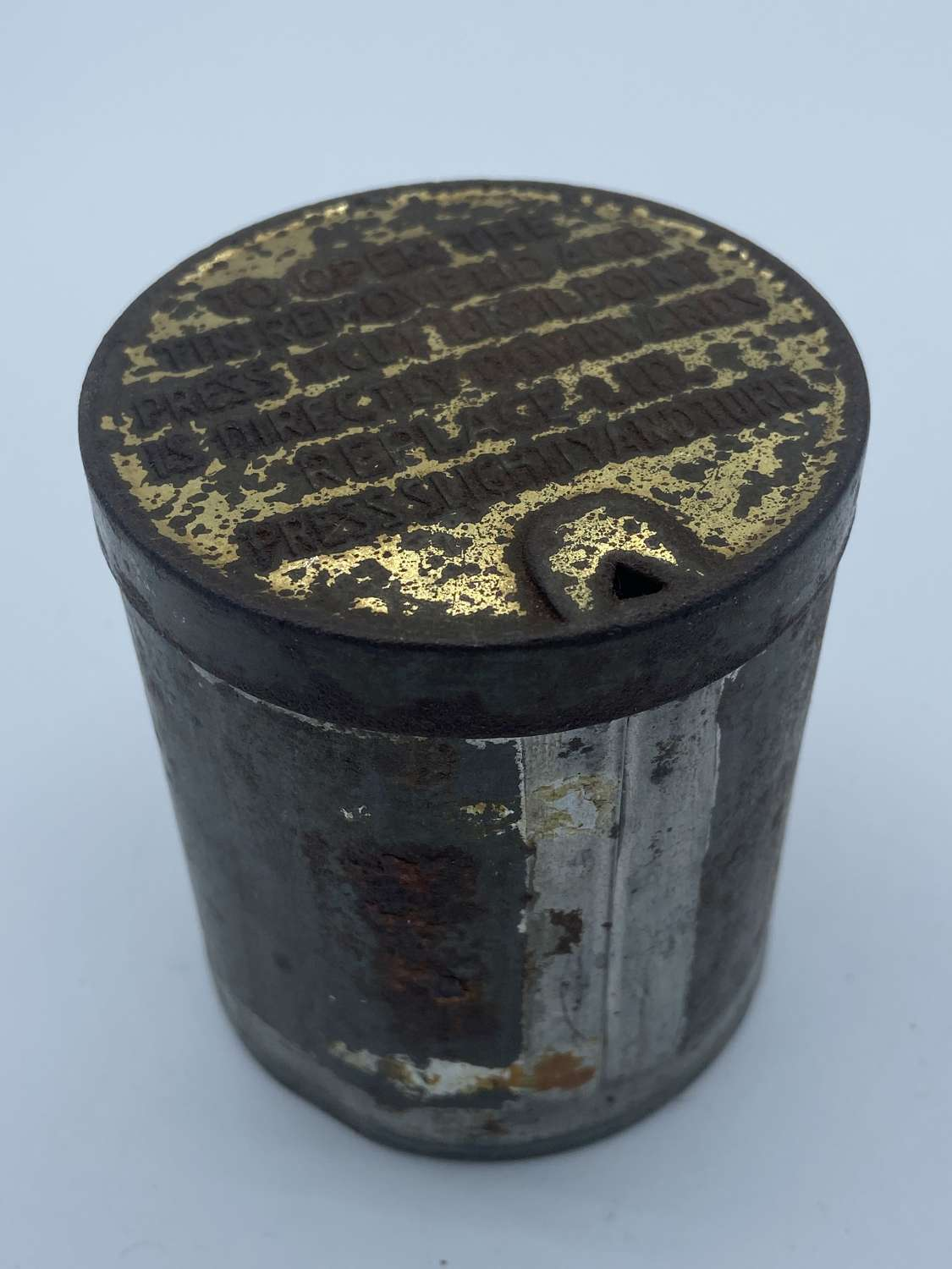 WW2 NAAFI Navy Army & Air Force Circular Empty Cigarette Ration Tin