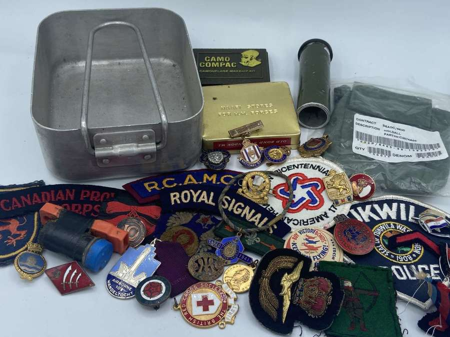 WW1 WW2 British Army Badges Patches Mess Tins Camo Etc Dealers Lot
