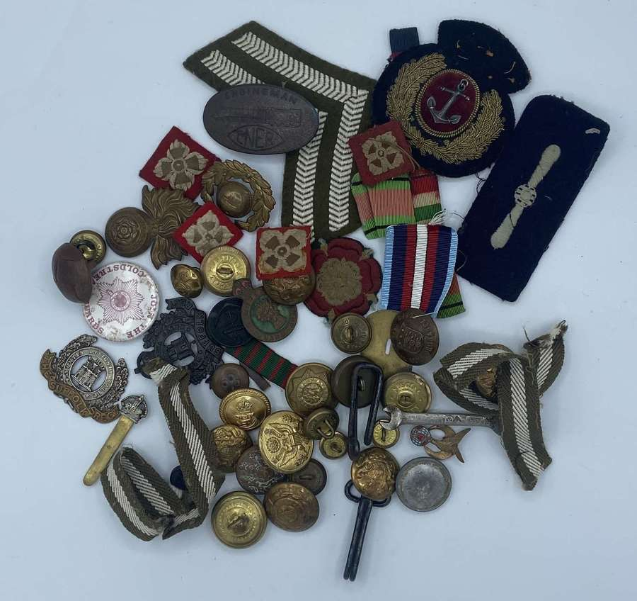 WW1 WW2 British Army Joblot Of Badges Buttons patches & Ribbons WLA