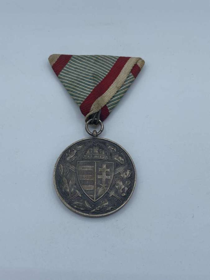 WW1 Hungarian Commemorative Medal & Trifold Ribbon 1914-1918 Combatant